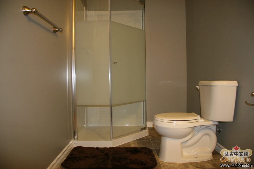 Green16_Basement_Bathroom_003_s.JPG