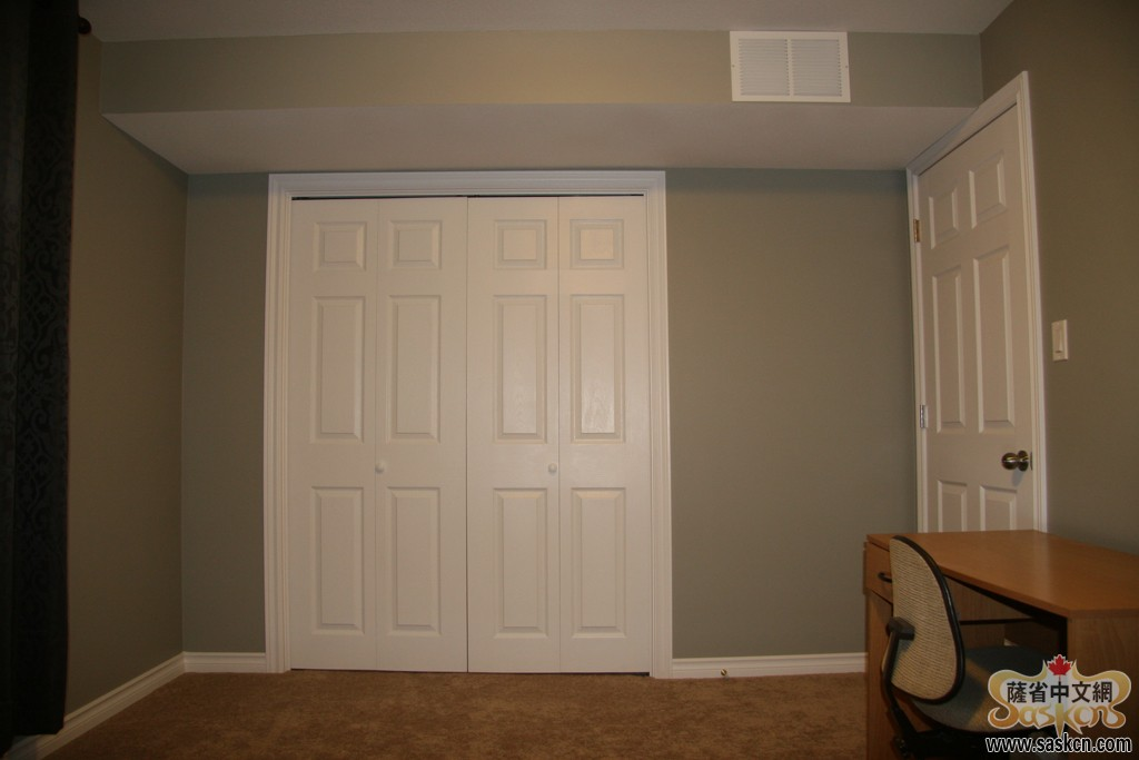 Green17_Basement_Bedroom_001_s.JPG